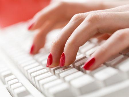 Πόσο πιστή είναι η γυναίκα σας στο... ίντερνετ;