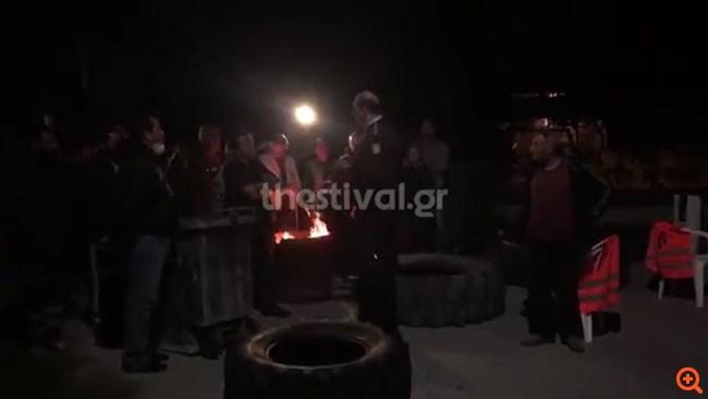 Βρασνά: Οι κάτοικοι έδιωξαν λεωφορεία με πρόσφυγες
