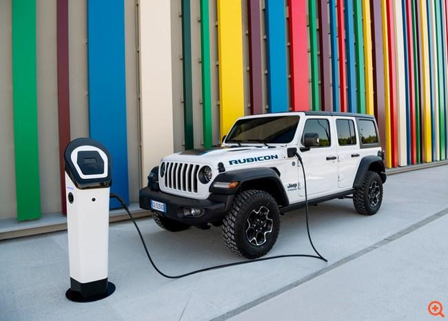 H Jeep γιορτάζει τα 80α της γενέθλια στην... πρίζα