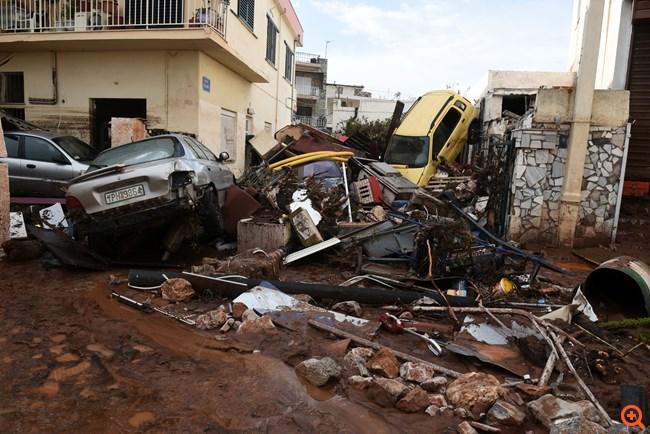 Χωρίς ρεύμα και νερό παραμένουν δεκάδες σπίτια στη Μάνδρα