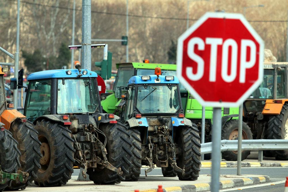 Μπλόκα αγροτών σε όλη την Ελλάδα