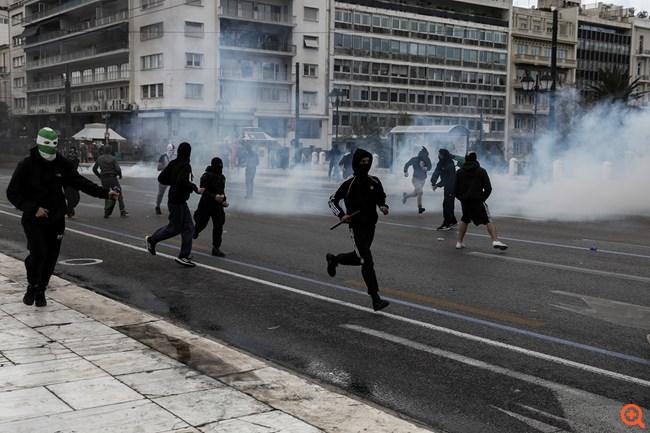 Επεισόδια μεταξύ νεαρών και αστυνομικών έξω από την ΑΣΟΕΕ