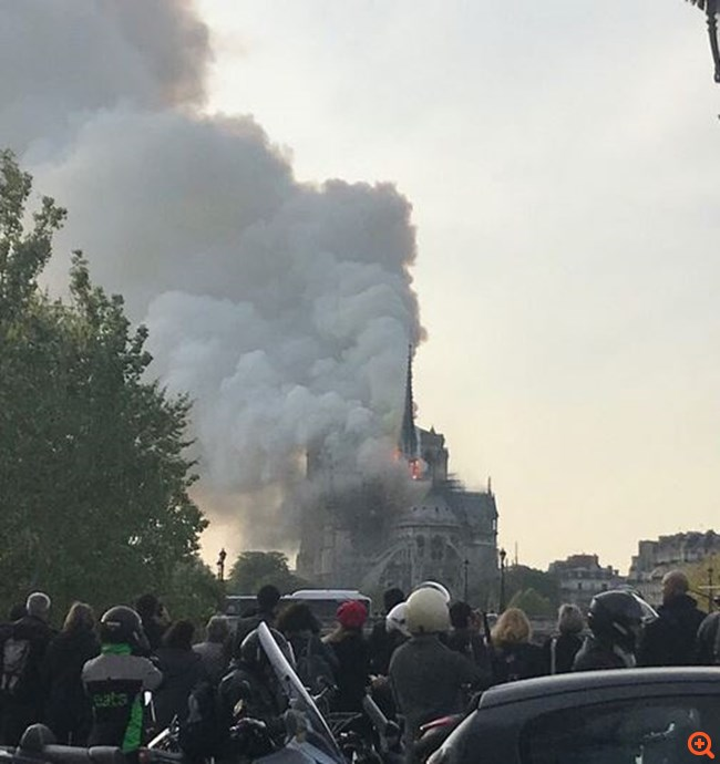 Γαλλία: Πυρκαγιά εκδηλώθηκε στην Παναγία των Παρισίων