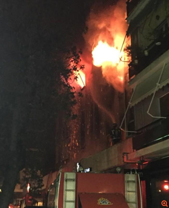 Μεγάλη φωτιά σε εφορία της Λάρισας