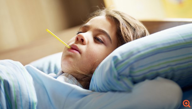 Πώς ρίχνουμε τον πυρετό στα παιδιά