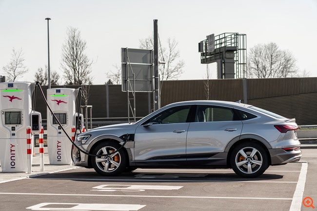 Φόρτιση χωρίς τον κίνδυνο blackout με το Audi e-tron