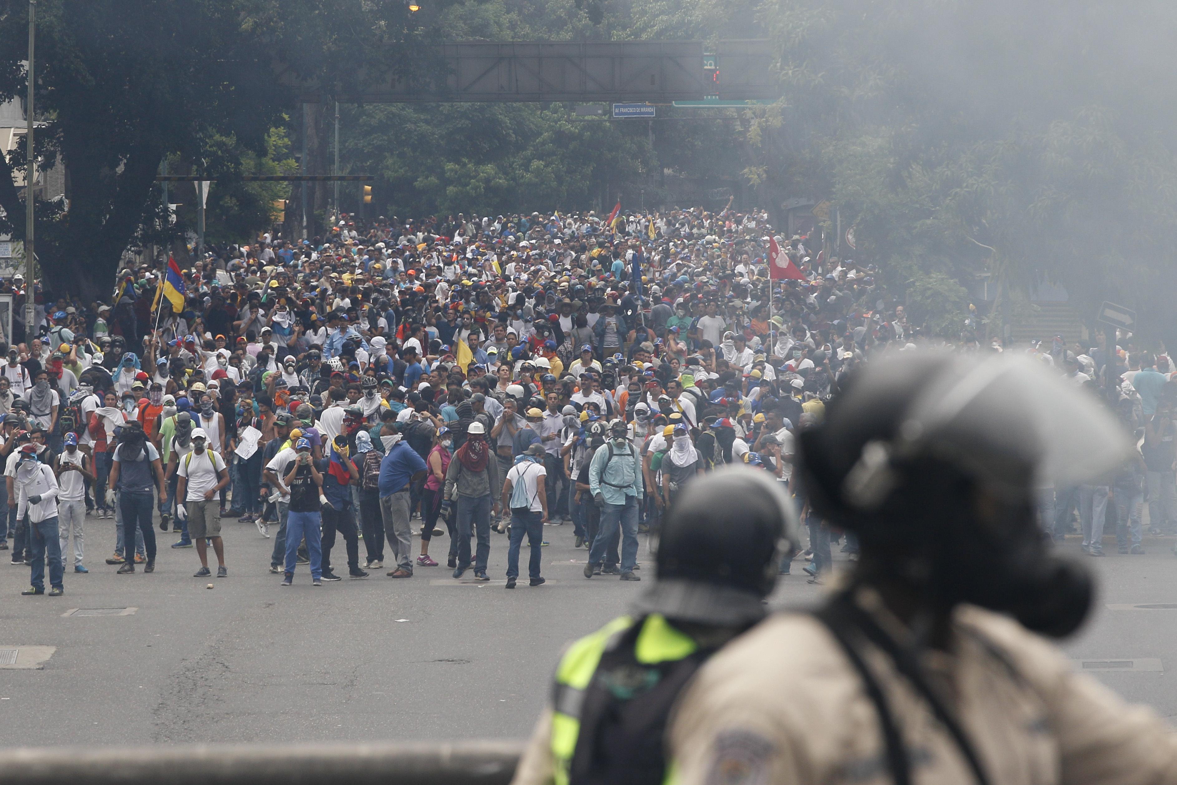Βενεζουέλα: Χιλιάδες διαδηλωτές στους δρόμους