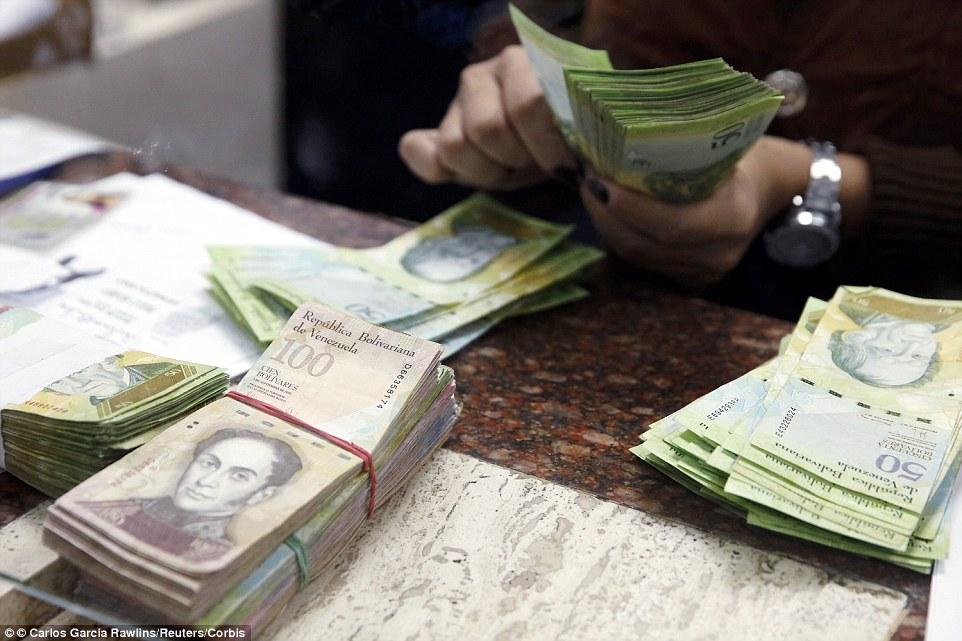 Καταγγελίες για χρηματοδότηση ευρωπαϊκών κομμάτων από τον Τσάβες