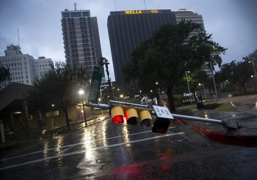 Τουλάχιστον δύο νεκροί από το σαρωτικό πέρασμα του τυφώνα Χάρβεϊ