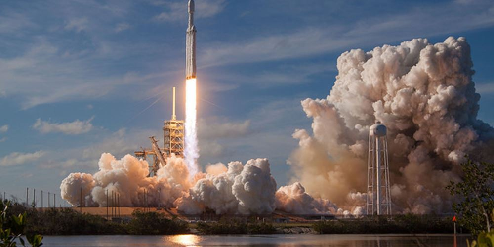 SpaceX: Έθεσε σε τροχιά τους πρώτους δορυφόρους του δικτύου διαστημικού Ίντερνετ της Starlink