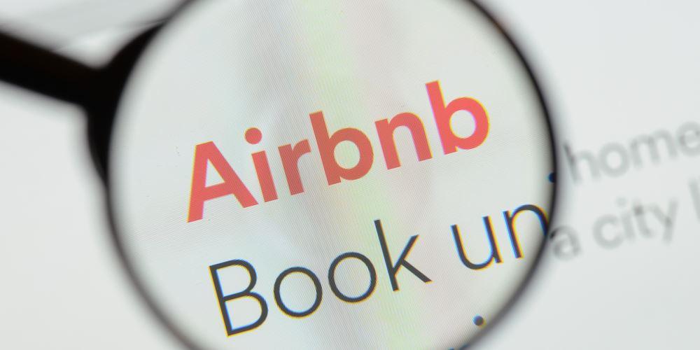 """""""Κλειδί"""" οι προοπτικές του Airbnb για τις επενδύσεις των ξένων σε ακίνητα και ελληνικά NPLs"""