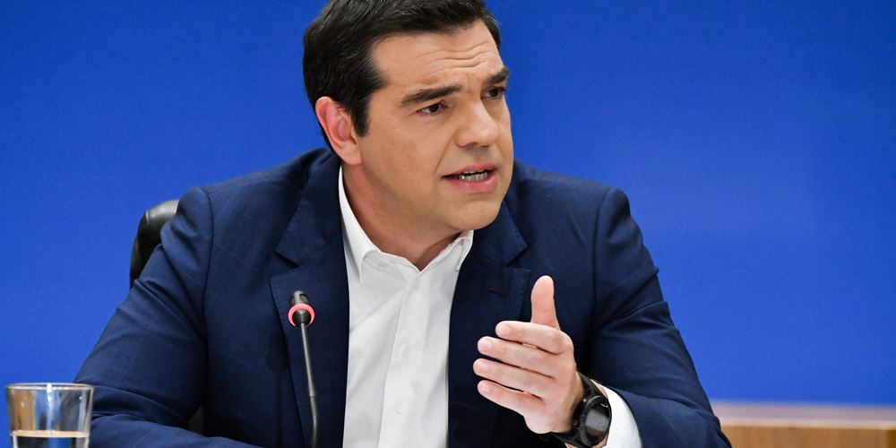 Bloomberg: Ο Τσίπρας ρισκάρει νέα μέτρα υποσχόμενος περικοπή των πρωτογενών πλεονασμάτων