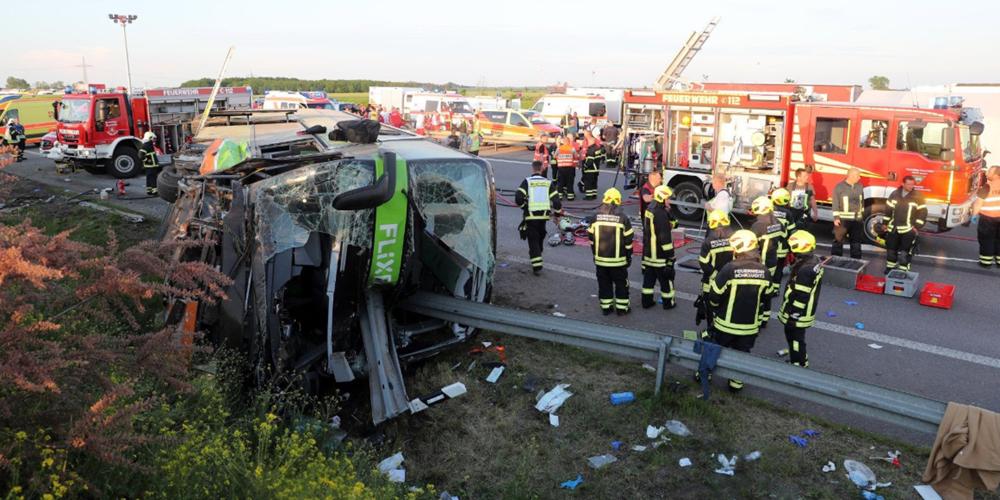 Ένας νεκρός και εξήντα τραυματίες σε τροχαίο στη Γερμανία