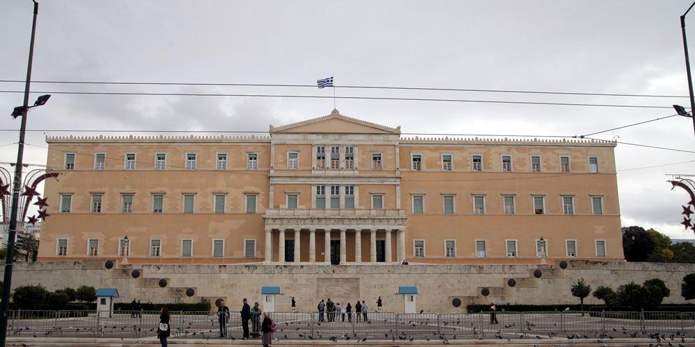 Μαξίμου και ΣΥΡΙΖΑ καταδικάζουν την επίθεση σε Βουλή