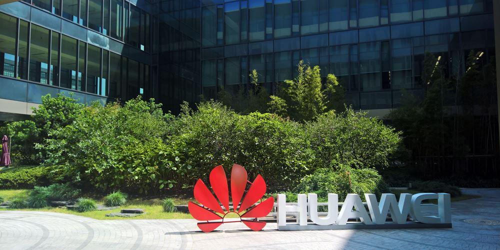Εμπορικός πόλεμος: Στο μισό αναμένεται να μειωθεί το μερίδιο της Huawei