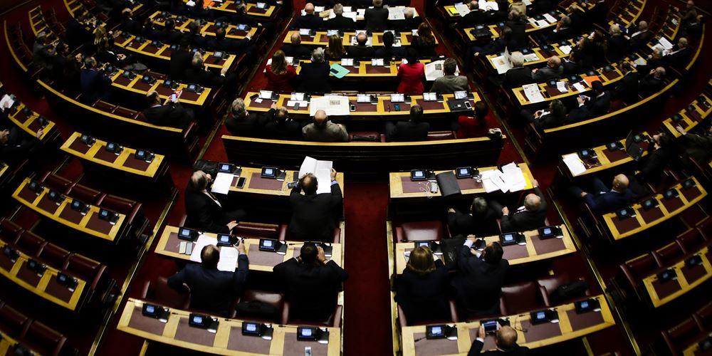 """Αρχίζει η μάχη για τις """"Πρέσπες"""" στην Ολομέλεια: Η πρόταση μομφής και το παρασκήνιο"""