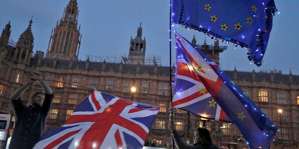 """Βρετανία: Η νίκη Φάρατζ ενισχύει την υπόθεση ενός """"σκληρού"""" Brexit"""