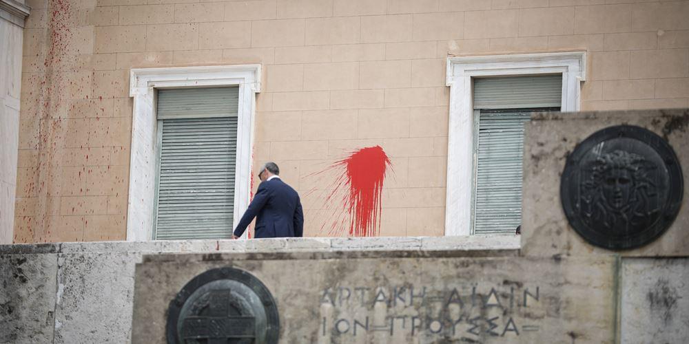 Για κακούργημα το μέλος του Ρουβίκωνα που συνελήφθη για την καταδρομική στη Βουλή