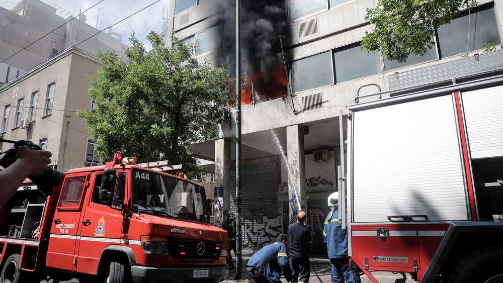Υπό έλεγχο πυρκαγιά σε κτίριο γραφείων στην Αθήνα