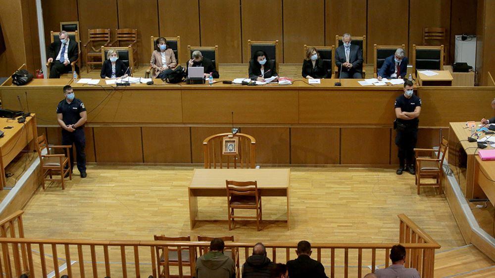 """Η """"μετωπική"""" προέδρου και εισαγγελέα στη δίκη της Χρυσής Αυγής"""