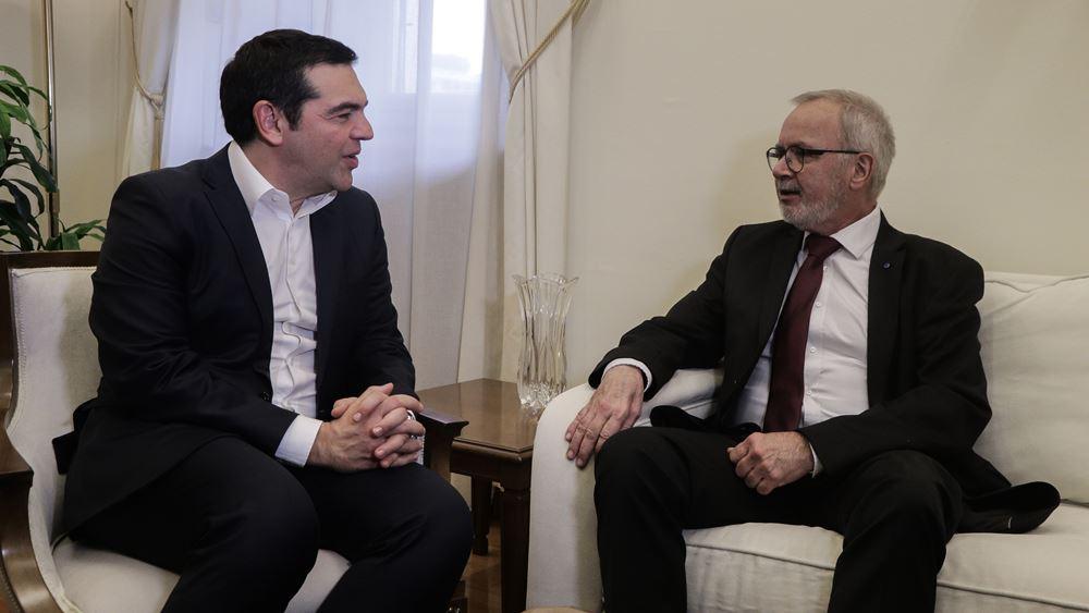 Με τον Β. Χόγιερ της ΕΤΕπ συναντήθηκε ο Αλ. Τσίπρας