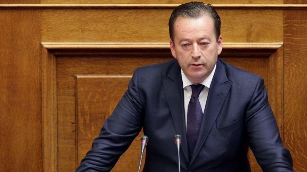Την παραμονή του στην κυβέρνηση φέρεται να εξετάζει ο Β. Κόκκαλης
