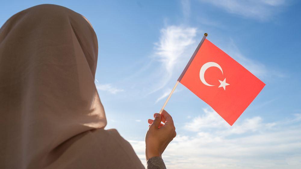 """Διαπαιδαγώγηση στα σχολεία του Ερντογάν: Ο άντρας """"φέρνει το φαΐ στο σπίτι"""" - """"Δολοφονία"""" η έκτρωση"""
