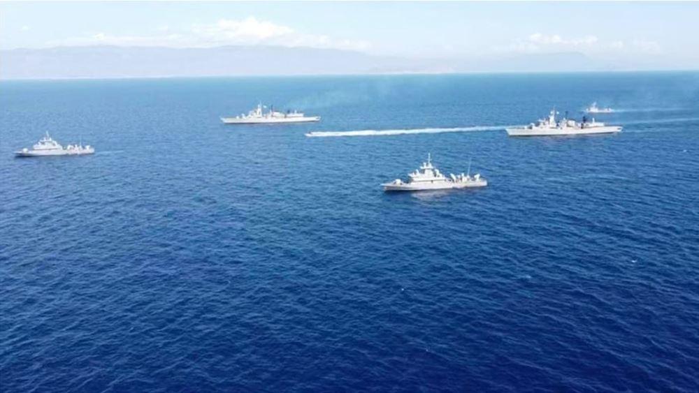 Σε στενό κλοιό το Ορούτς Ρέις: Φωτογραφίες του στόλου του Πολεμικού Ναυτικού