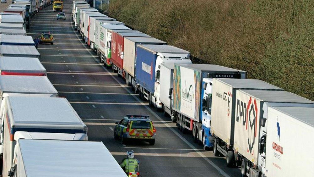 Brexit: Ουρές έως και 7.000 φορτηγών έξω από το Ντόβερ την 1η Ιανουαρίου 2021