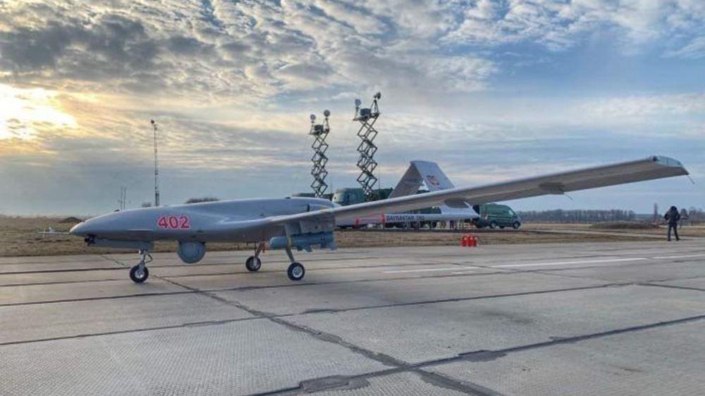Ο γαμπρός του Ερντογάν παρέδωσε το πρώτο drone τύπου Bayraktar στο Πολεμικό Ναυτικό της Ουκρανίας
