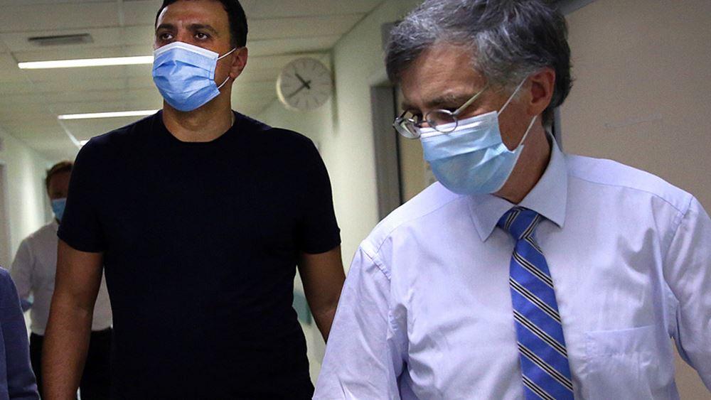 """Τη νοσηλεύτρια που δέχτηκε επίθεση στο """"Αττικόν"""" επισκέφθηκαν οι Β. Κικίλιας - Σ. Τσιόδρας"""