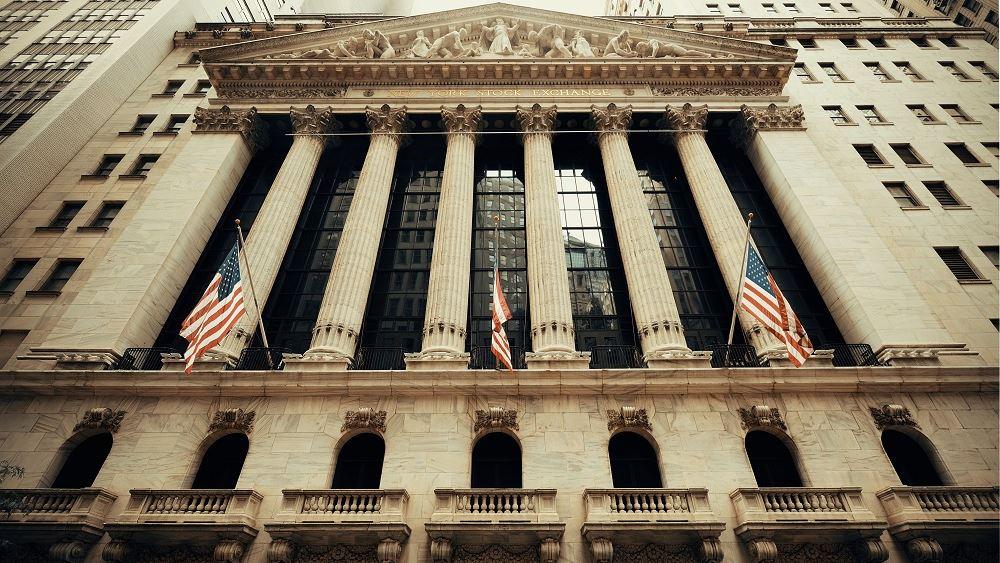 Πτώση 640 μονάδων για Dow με κρούσματα και εμπόριο στο επίκεντρο