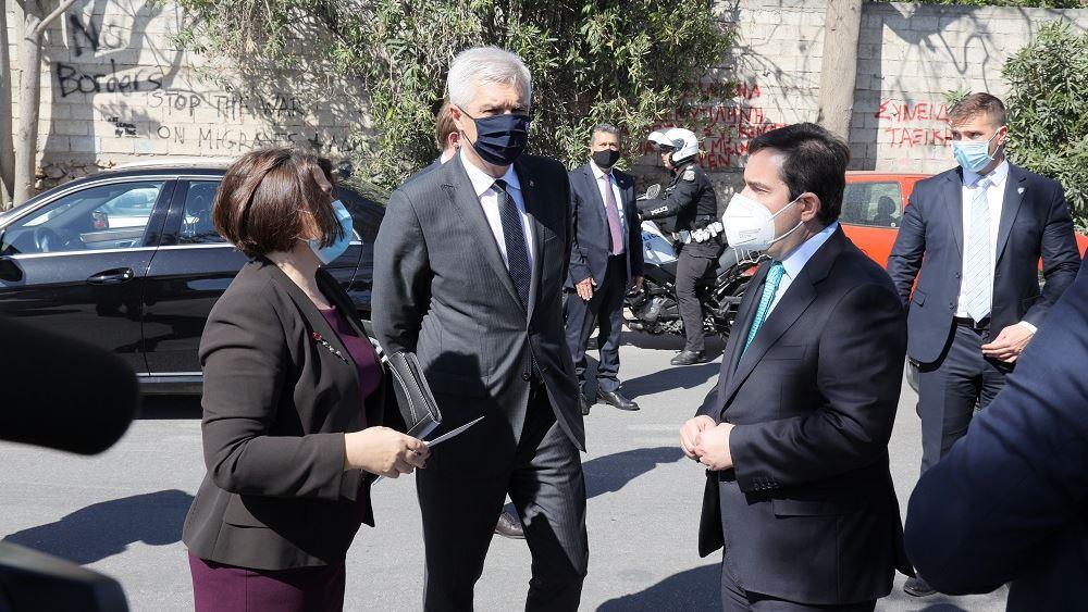 Επίσκεψη Μηταράκη και Σλοβάκου υπουργού Εξωτερικών και Ευρωπαϊκών Υποθέσεων στη δομή του Ελαιώνα