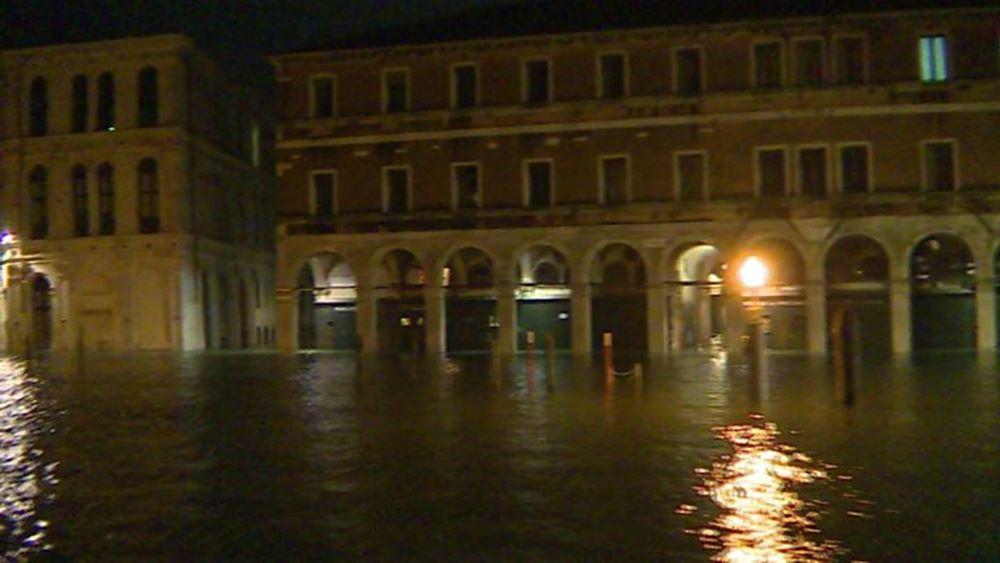 Ιταλία: Νέα, αλλά χαμηλότερη, πλημμυρίδα στην Βενετία, άνοιξε η Πλατεία του Αγίου Μάρκου -Συναγερμός σε Φλωρεντία και Πίζα