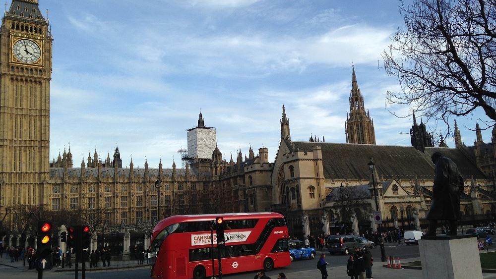 Λονδίνο και τμήματα της νοτιοανατολικής Αγγλίας υπό αυστηρούς περιορισμούς κατά του κορονοϊού