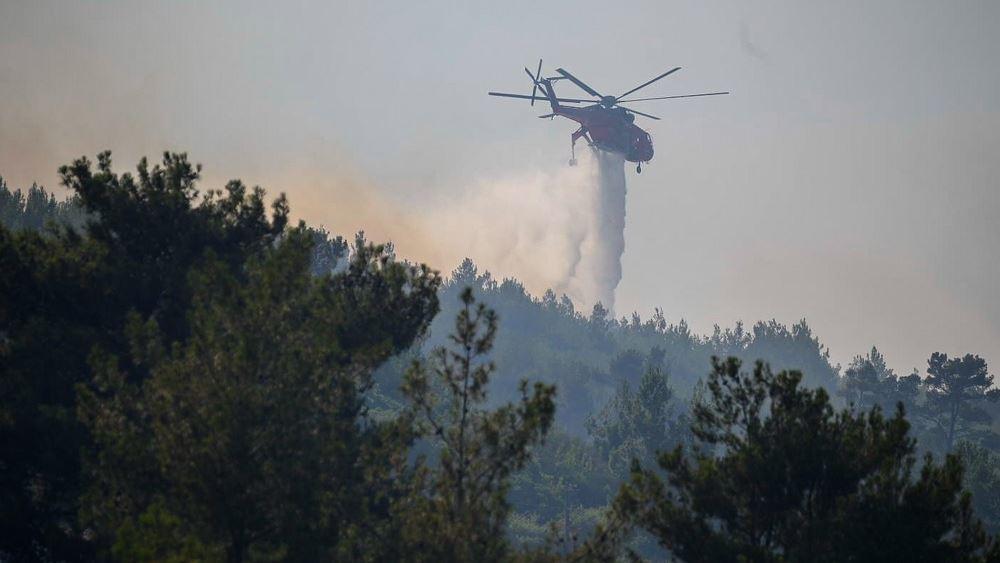 Σάμος: Σε εξέλιξη η πυρκαγιά σε δασική έκταση στην περιοχή Βουρλιώτες