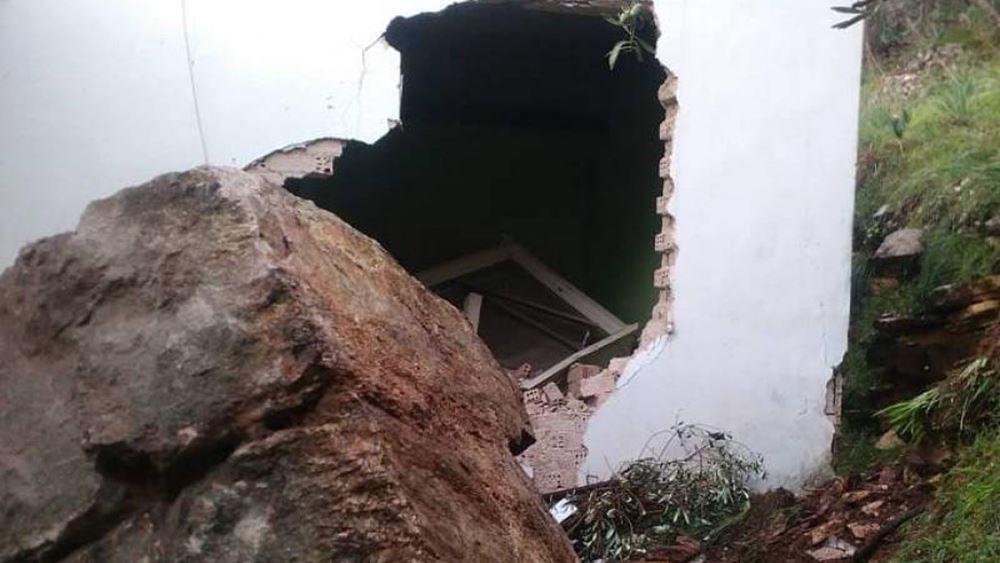Άρτα: Βράχος που αποκολλήθηκε από βουνό κατέστρεψε σπίτι στο Γλυκόριζο