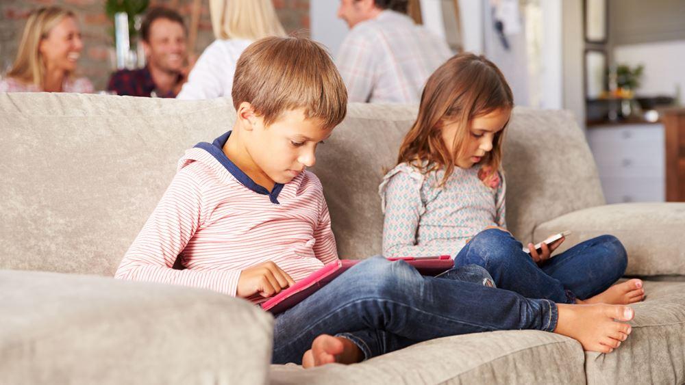 Κορονοϊός: Συνεχής ενημέρωση γονιών για τα παιδιά τους από τον Αθήνα 9.84