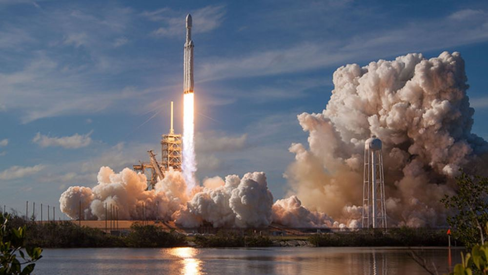 Η SpaceX του Musk εκτόξευσε τον μεγαλύτερο δορυφόρο της