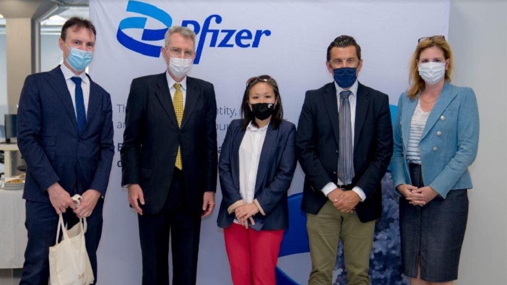 Επίσκεψη Pyatt στις εγκαταστάσεις του Κέντρου Καινοτομίας της Pfizer στη Θεσσαλονίκη