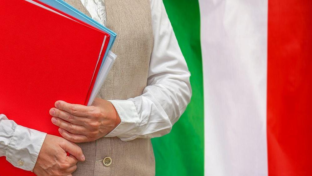 Ιταλία: Οι λυκειάρχες ζητούν από την κυβέρνηση υποχρεωτικό εμβολιασμό όλων των εκπαιδευτικά