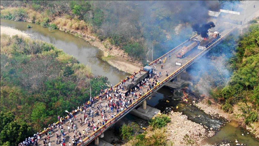 Συνεχίζονται οι μάχες στα σύνορα Βενεζουέλας-Κολομβίας