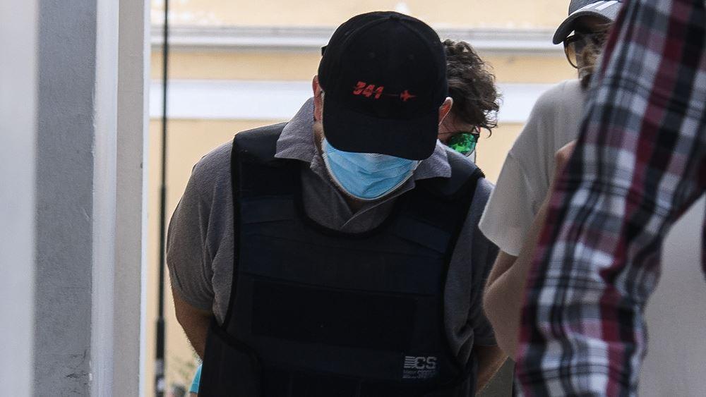 "H ""σύμπτωση"" της σύλληψης του ψευτο-γιατρού, η δίκη του που αναβλήθηκε και η εγγύηση των 30.000 ευρώ"