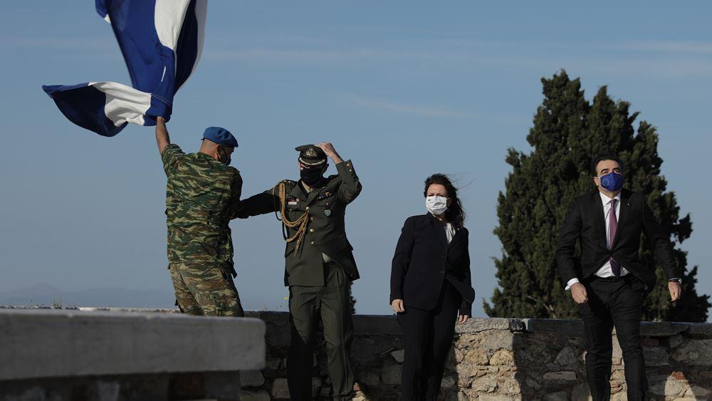 Ημέρα Ευρώπης: Έπαρση της ελληνικής και της ευρωπαϊκής σημαίας στην Ακρόπολη