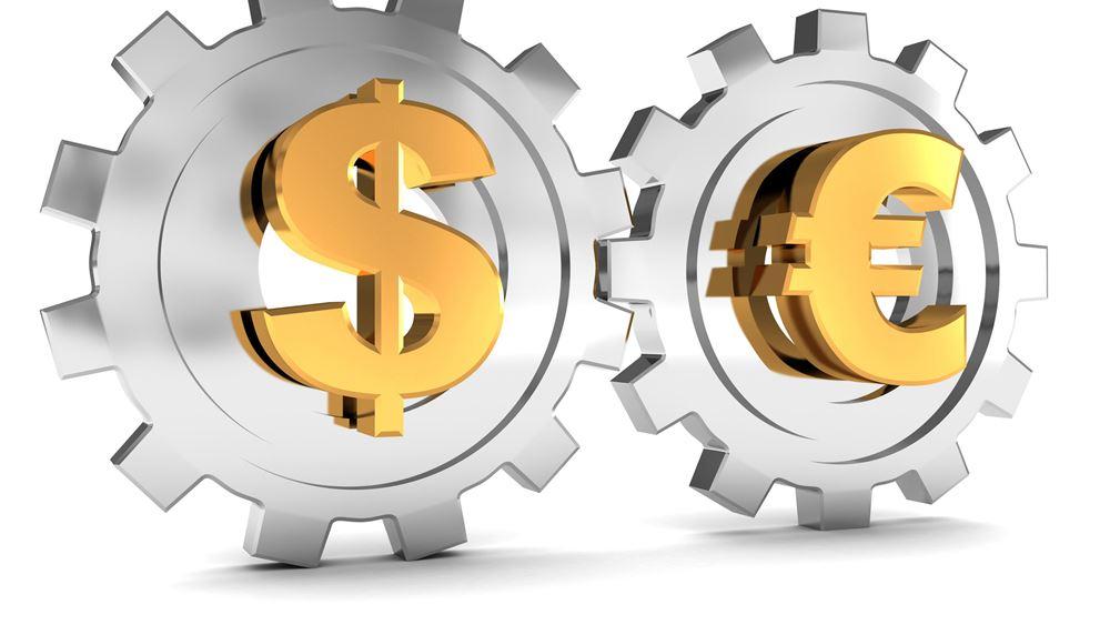 Το ευρώ υποχωρεί οριακά 0,02%, στα 1,1868 δολάρια