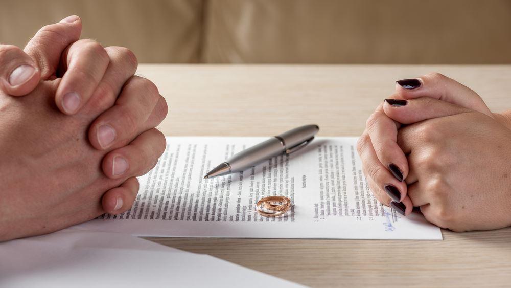 """Η """"συνεπιμέλεια"""" έφερε και το e- διαζύγιο – Πώς θα εκδίδεται το διαζύγιο με ένα … """"κλικ"""""""