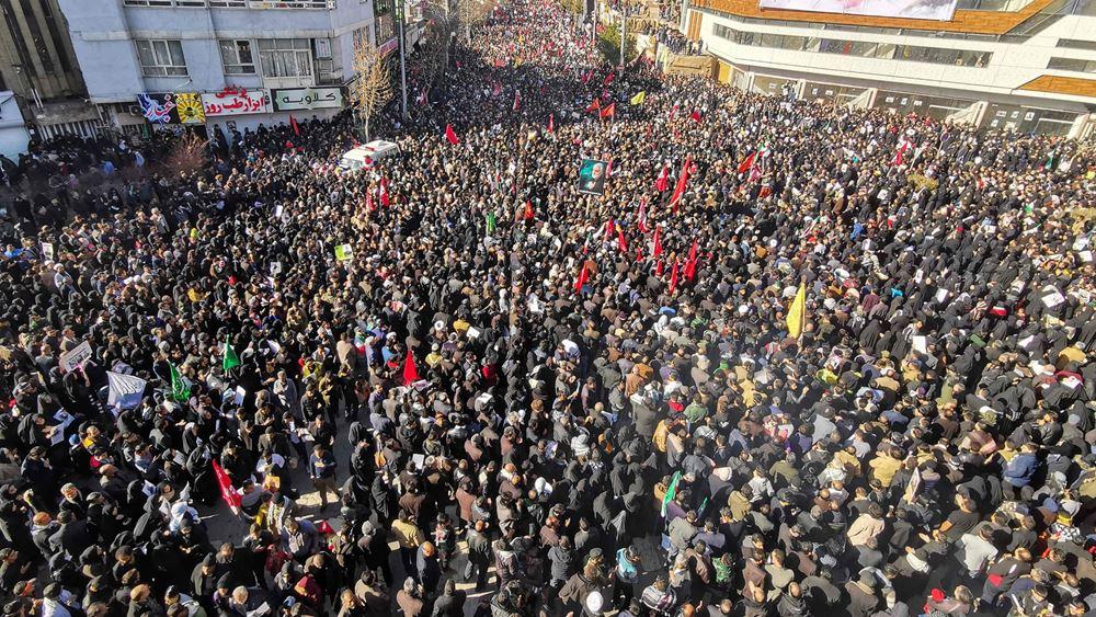 Ιράν: 56 νεκροί, 213 τραυματίες στη γενέτειρα του Σουλεϊμανί - Ποδοπατήθηκαν κατά τη διάρκεια της κηδείας