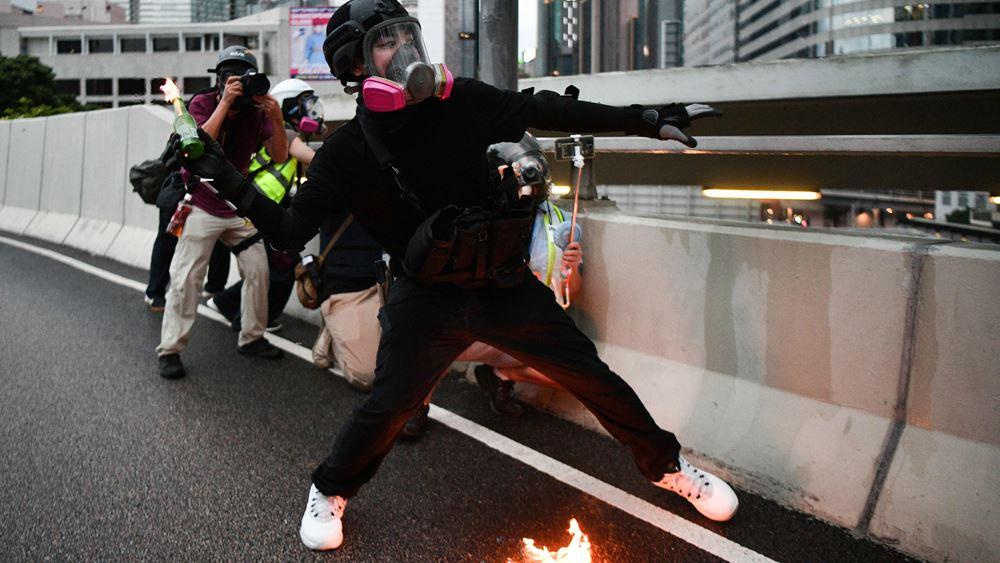 Χονγκ Κονγκ: Βέλη και μολότοφ κατά των αστυνομικών