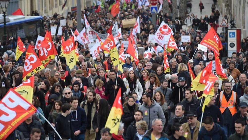 Γαλλία: Χάος στους δρόμους του Παρισιού καθώς συνεχίζονται οι απεργιακές κινητοποιήσεις στα μέσα μεταφοράς