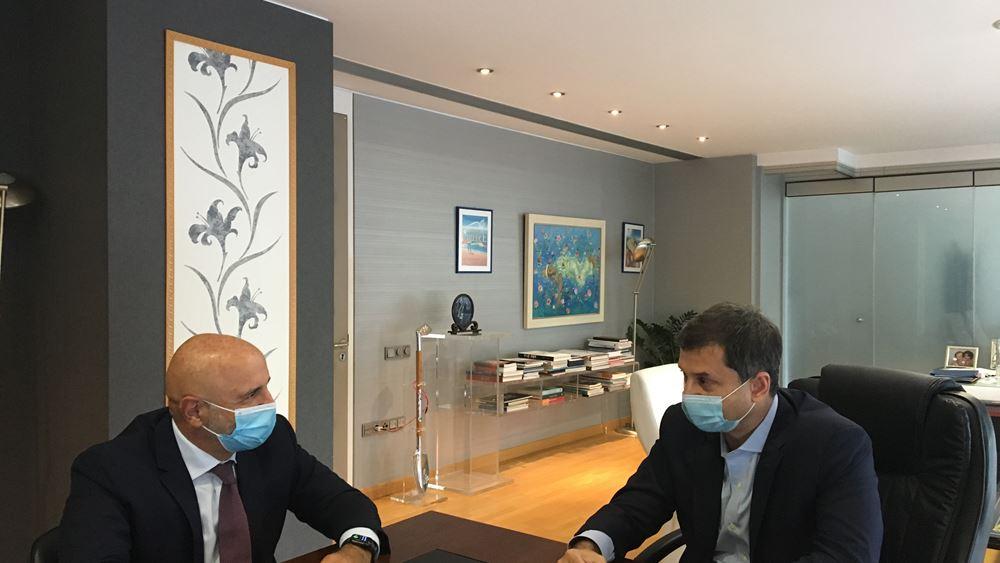 Συνάντηση του Υπουργού Τουρισμού κ. Χάρη Θεοχάρη με τον Πρόεδρο της Ένωσης Ξενοδόχων Σάμου κ. Μάνο Βαλή